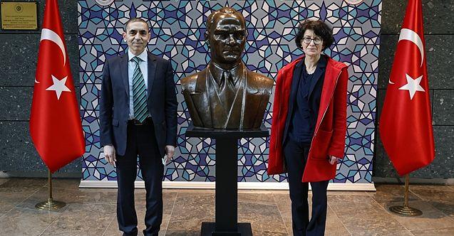 Liyakat Nişanını Alıp Atatürk'e Koştular
